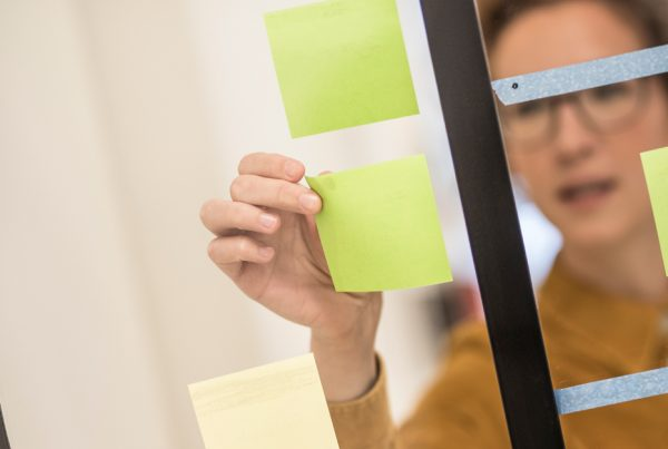 designer met post-its